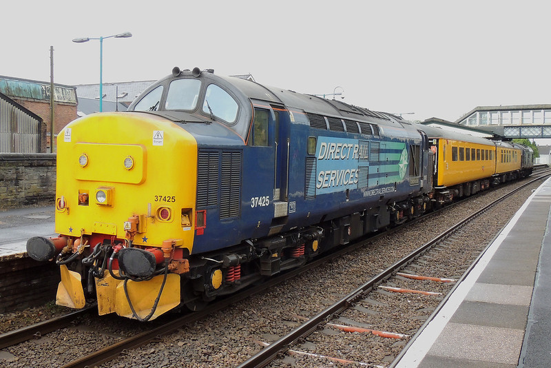 37425 T+T 37667 1Q14 07:35 Landore to Whitland at Llanelli 22/05/14.