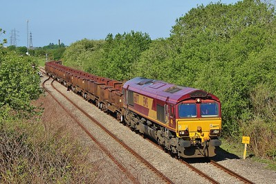 66077 at Trostre with 6B61 to Margam 15/5/16.