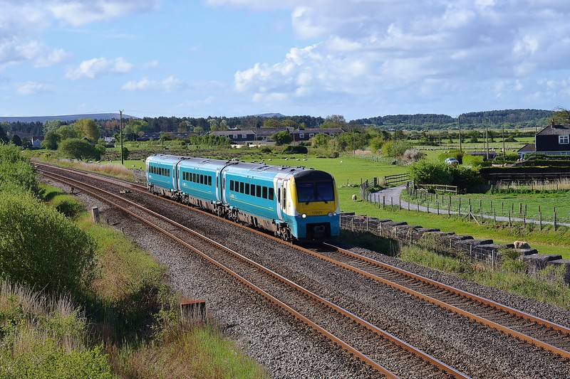 175109 1V31 04:50 Crewe to Milford Haven at Pembrey 25/4/17.