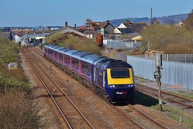 43026 & 43063 1L52 09:38 Carmarthen to London Paddington at Llanelli 25/3/17.