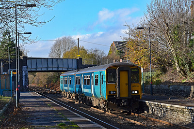 150235 2M37 1134 Llanelli to Shrewsbury at Bynea 25/11/18.