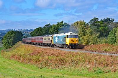 50015 'Valiant' 11:20 Bridgnorth to Kidderminster at Rifle Range Heath 4/10/18.