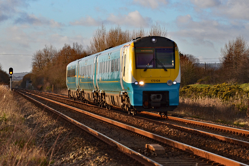 175104 1W70 1503 Carmarthen to Manchester Piccadilly at Loughor 18/1/18.