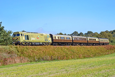 50033 'Glorious' 13:45 Kidderminster to Bewdley at Rifle Range Heath 4/10/18.