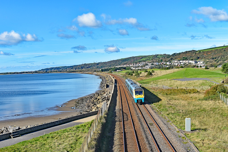 175104 1W16 1110 Milford Haven to Manchester Piccadilly at Cefn Padrig 21/10/19.