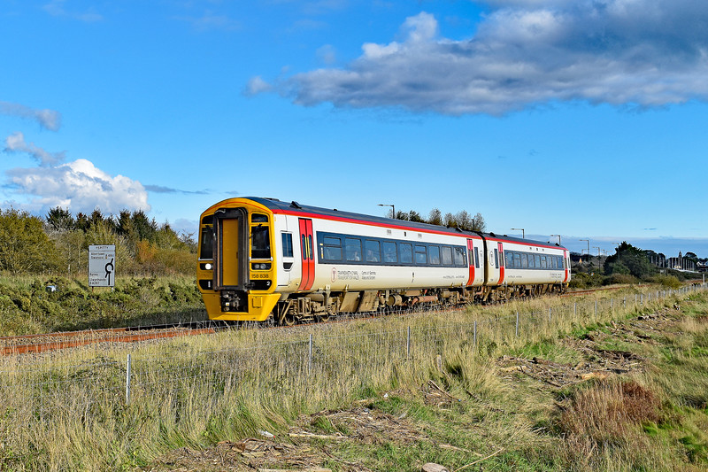 158838 1V39 1031 Manchester Piccadilly to Milford Haven at Loughor 21/10/19.