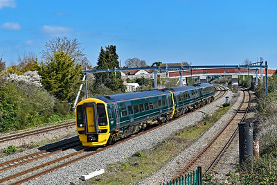 158958 1F12 0923 Portsmouth Harbour to Cardiff Central at Undy 28/3/19.