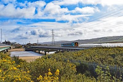 153327 2E07 1053 Carmarthen to Swansea at Loughor 8/3/2020.