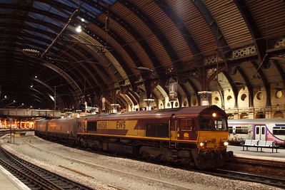 66058 pauses at York with a northbound coal train. 08/10/11.