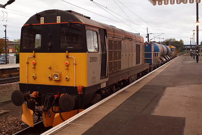 20901 and 20905 await the road in Platform 5 at York. 17/10/11.