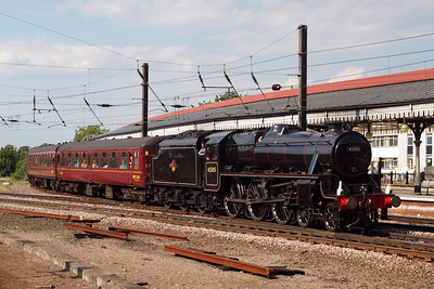 45305 draws into York station.