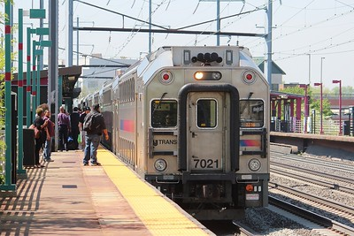 NJ Transit local stopped at Elizabeth, NJ