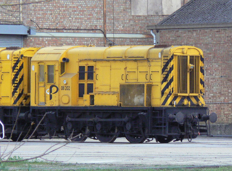 The Potter Group's 08202 is seen at Potter Group, Ely. Wednesday 2nd May 2012