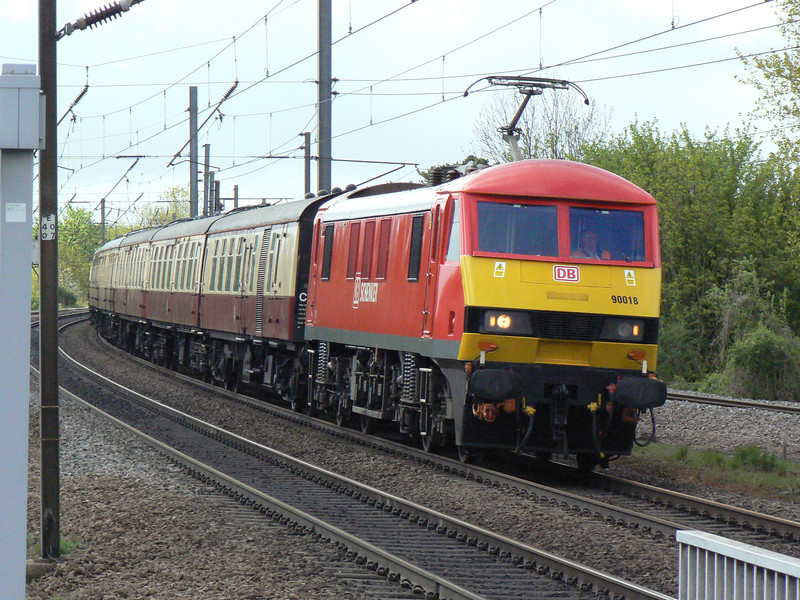 DB red 90018 leads 1N50 Kings Cross to Durham Herts Railtours charter North through Knebworth. Sat 11th May 2013.