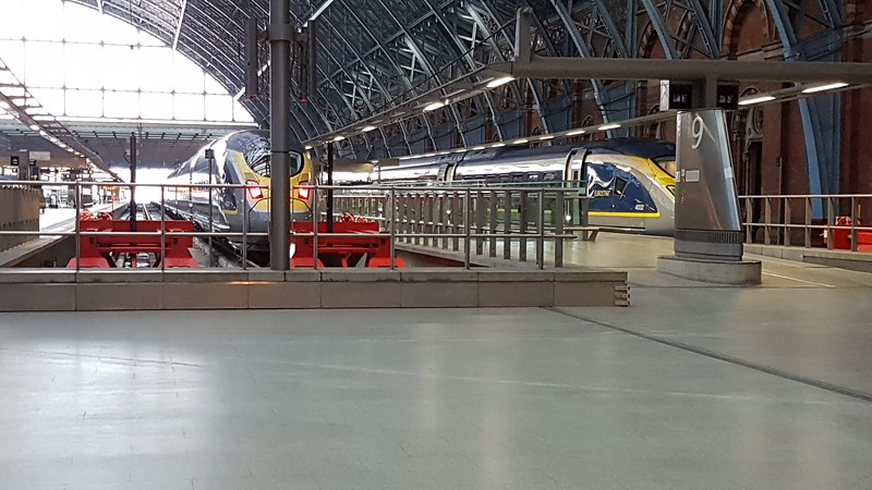 The last 2 Eurostar Siemen's Velaro e320s, 4034 and 4032, alongside each other at St Pancras. Wednesday 28th February 2018.