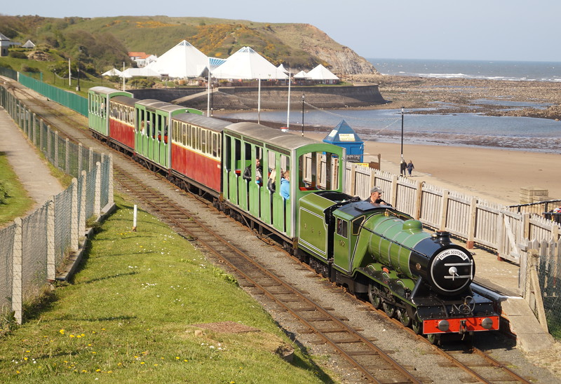 1932 'Triton' (HC D573) passes along the seafront on Scarborough North Bay Railway. Wednesday 3rd May 2017.
