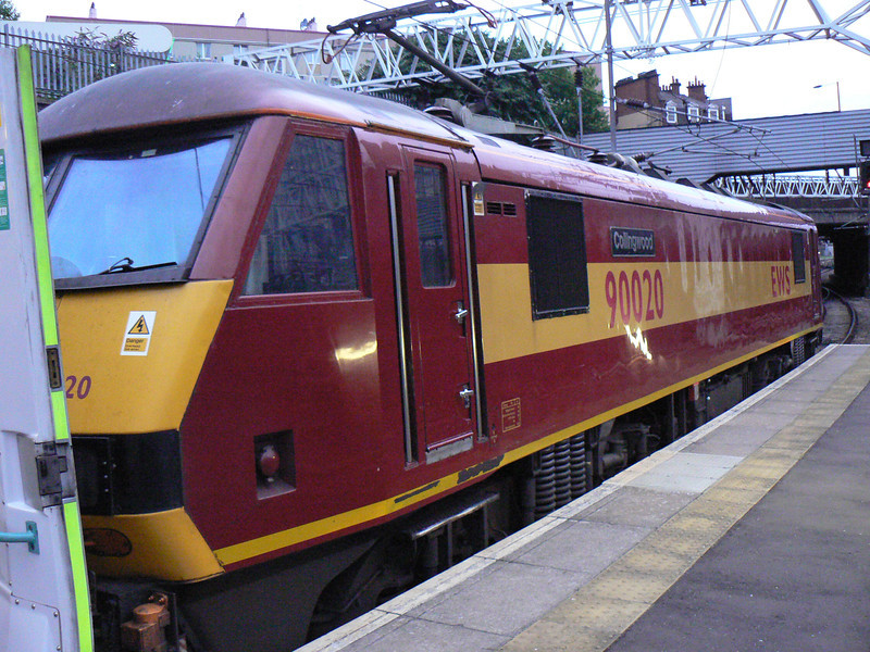 90020 at London Euston before working 1S25 to Edinburgh (& Fort William). 13/07/11