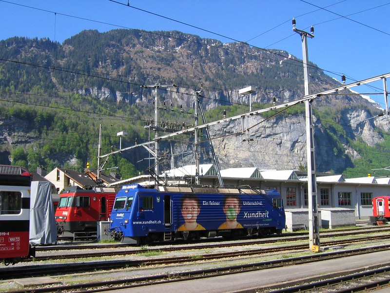 17 May 2004 :: HGe 4/4II, 101 962-7 in a special advertising livery is stabled between duties at Meiringen