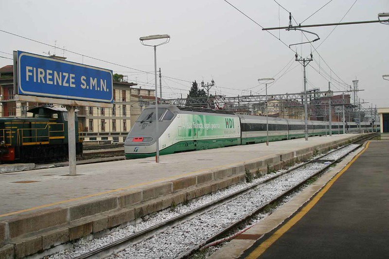 8 May 2006 :: A Trenitalia Class E404 in HDI Assicurazioni advertising colours departing from Firenze SMN (Santa Maria Novella)