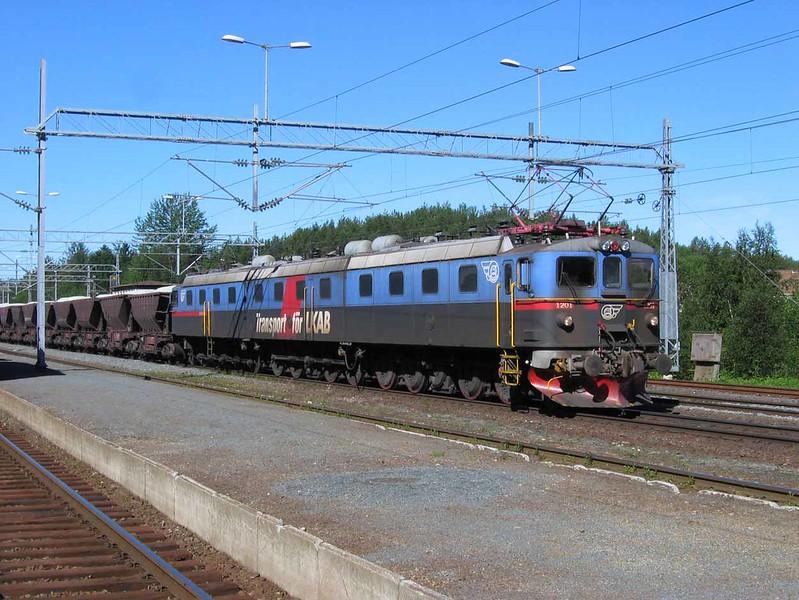 "27 July 2006 :: Passing through Narvik is Dm3 1201-1231-1202 ""Kunigunda"" with a stone train"