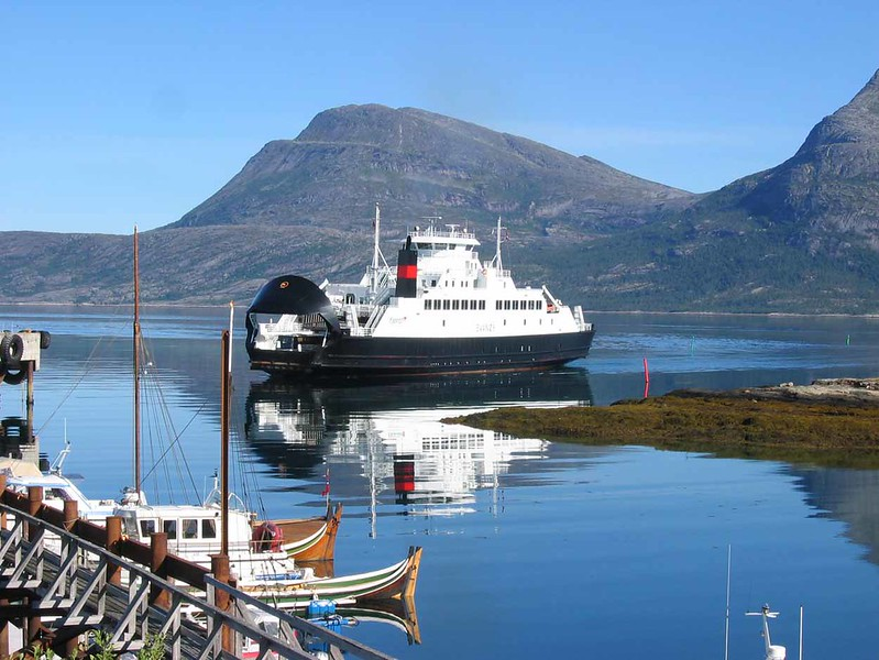 28 July 2006 :: The ferry is arriving at Skarberget to take travellers to Bognes