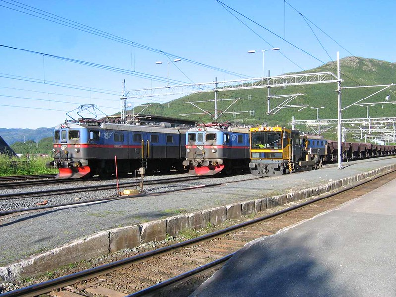 "27 July 2006 :: 2 iron ore trains at Narvik Station headed by Dm3 locomotives. 1207-1232-1208 ""Sofia"" and 1209-1234-1210 ""Viktor"" along with a track machine"