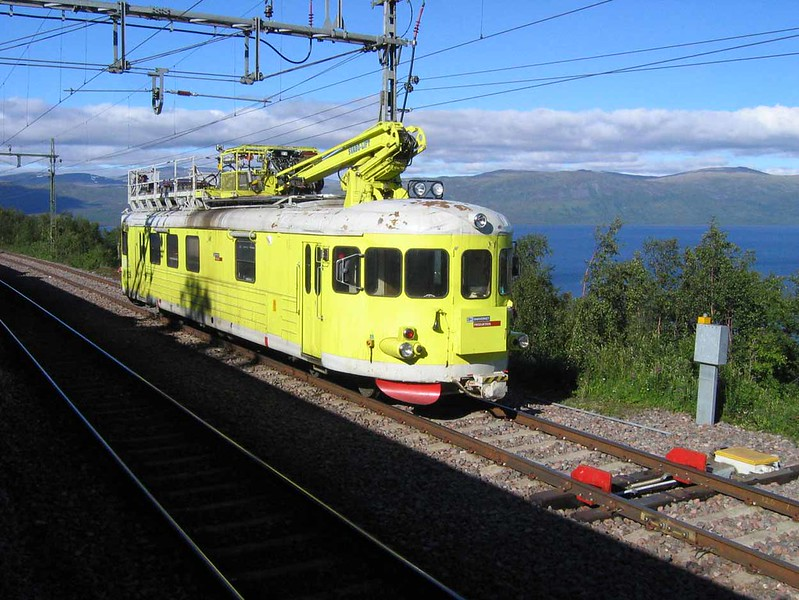 "26 July 2006 :: On the line between Kiruna and Narvik is a ""Datebox"" being used on overhead line maintenance with the  Banverket Produktion logo"
