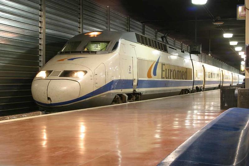 29 October 2006 :: RENFE Euromed branded Class  S-101 no. 205 at Barcelona