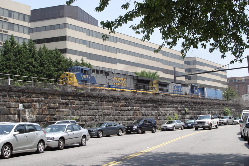 8 June 2007 :: CSX CW44-6 no. 677 + C40-8W no. 7788 near 7th Street in Washington DC