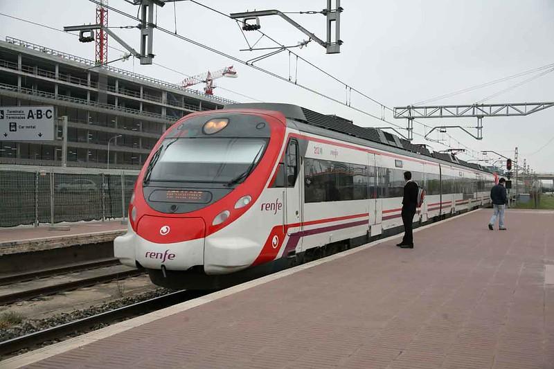14 May 2009 :: RENFE Cercanias EMU Class 465 no. 213 at Montcada Bifurcació