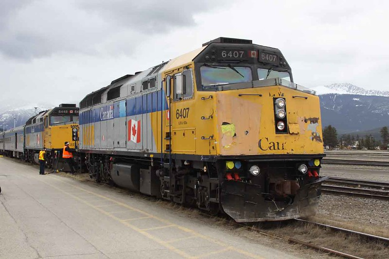 28 March 2010 :: A loco change for Train 1 at Jasper. Via Rail F40PH-2 no. 6407 is being detached from the train