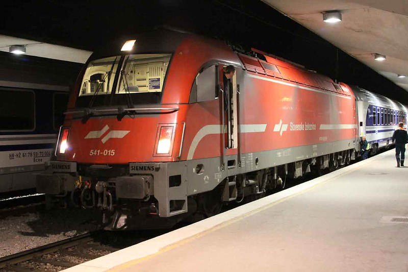 29 April 2010 :: Slovenian Railways, Slovenske železnice, (SŽ), Siemens Tarurus electric Class 541-0 Bo-Bo no. 541 015 at Ljubljana