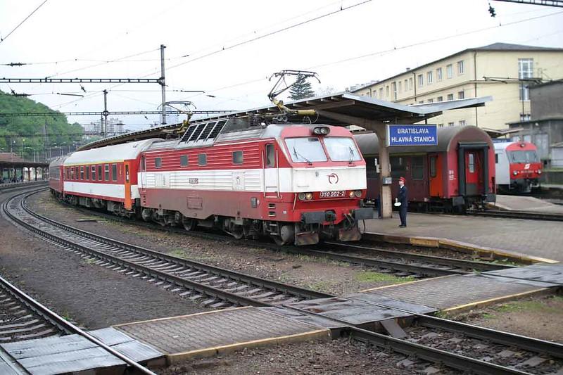 29 April 2006 :: ZSSK Class 350 no. 350 002 standing at Bratislava hlavná stanica