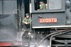 28 Feb 2003 :: The crew of SY Class no 0979 are waiting for their next job