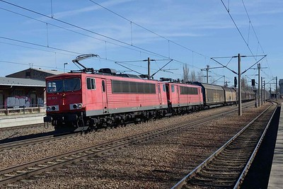7 April 2018 :: Passing through Oschatz is a freight service powered by a pair of former East German Class 250 electric locomotives Nos. 155 133 + 155 182