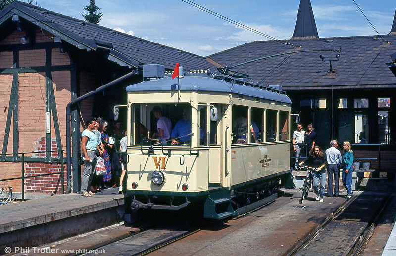 Car VI at the Bergbahnhof on 12th August 1992.