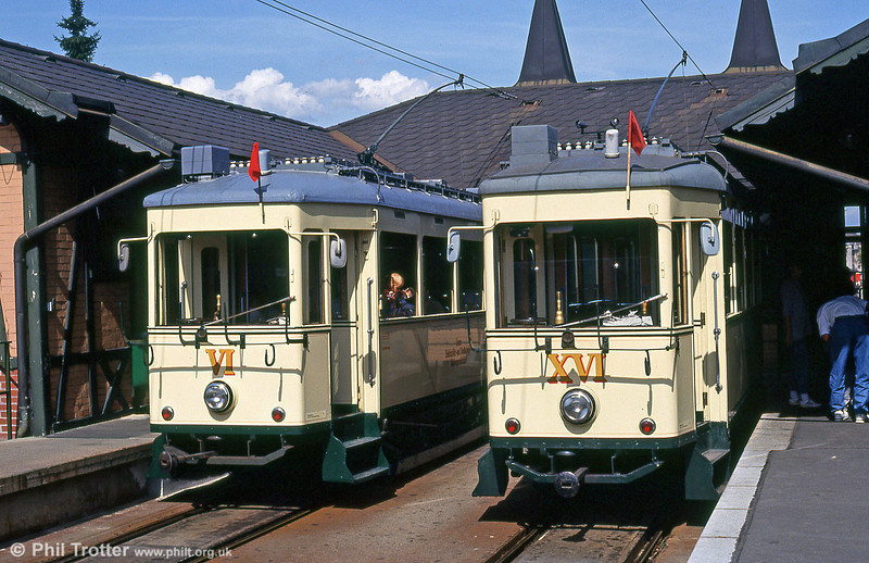 Linz Postlingbergbahn cars VI and XVI at the Bergbahnhof on 12th August 1992.