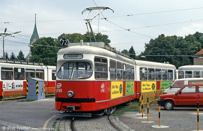 Car 4765 at Zentralfriedhof on 15th August 1992.