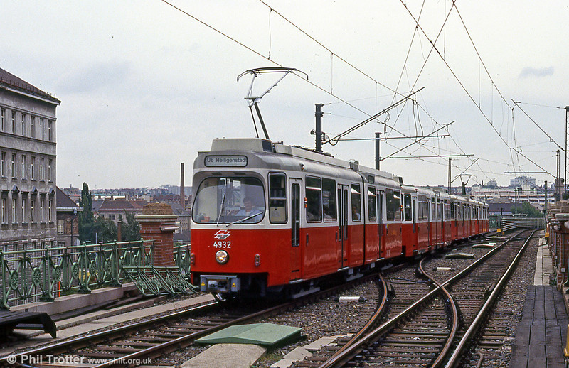 Car 4932 at Gumpendorfer Straße on 15th August 1992. 4901 to4948 are Stadtbahn cars built by Rotax in 1979-1991.