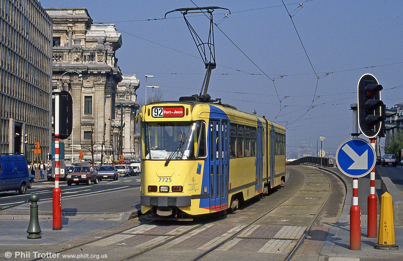 Car 7725 at Louiza on 14th April 1994.