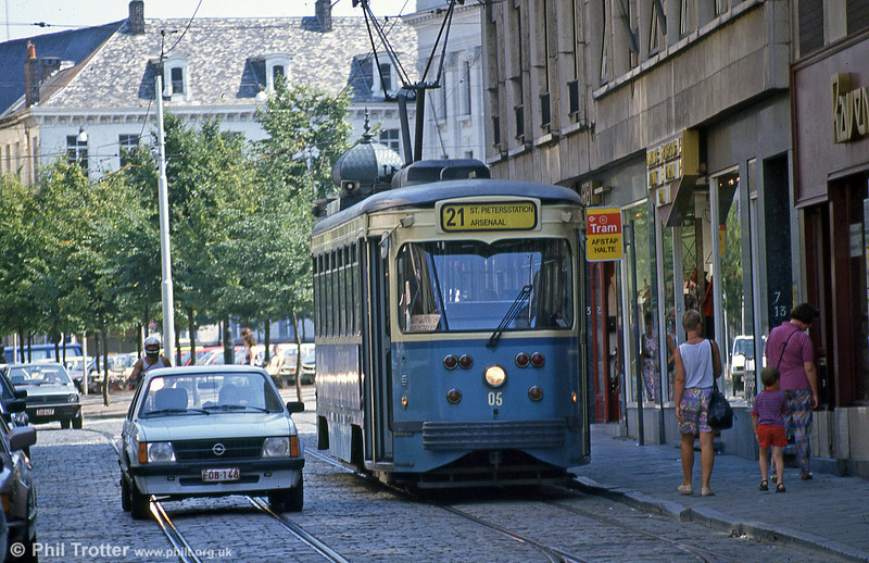 Car 05 at Zonnestraat on 31st July 1990.