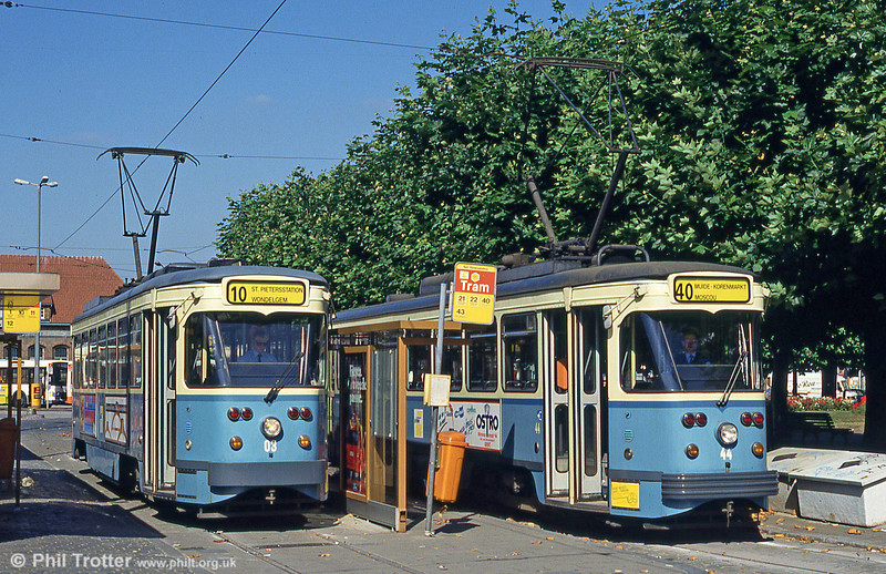 Cars 03 and 44 at Sint-Pietersstation on 29th August 1991.