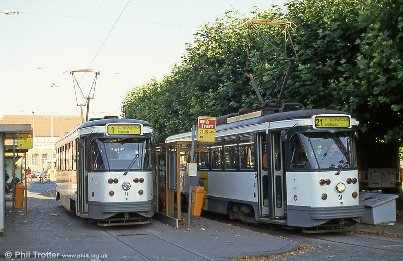 Reliveried cars 41 and 01 at Sint-Pietersstation on 30th August 1991; since 1991, the system has been operated by De Lijn, the public transport entity responsible for buses and trams in Flanders.