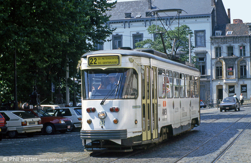 Car 35 at Zonnestraat on 31st July 1990.