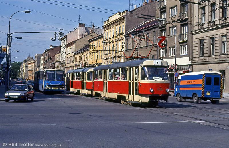 Here's another one from my tramway archive. A pair of Brno (CZ) Tatra T3s, led by 1525 at Moravské náměstí on 17th August 1992.