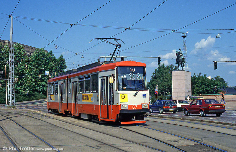 Car 87 at Mannerheimvägen on 1st August 1991.