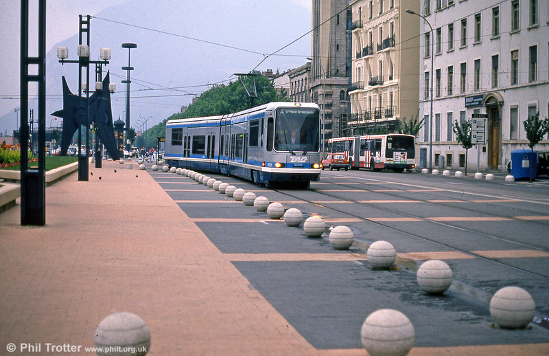 For the original lines A & B, 53 Alsthom TFS trams were introduced. 2001 is seen at Place de la Gare on 2nd September 1989.