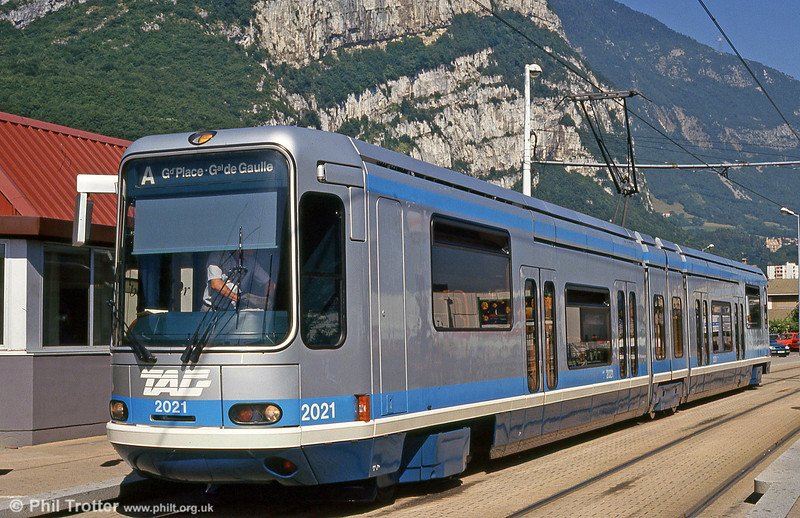 Car 2021 at Fontaine la Poya on 28th July 1993. Cars 2021 to 2038 formed the second batch of trams, delivered in 1989-1992.