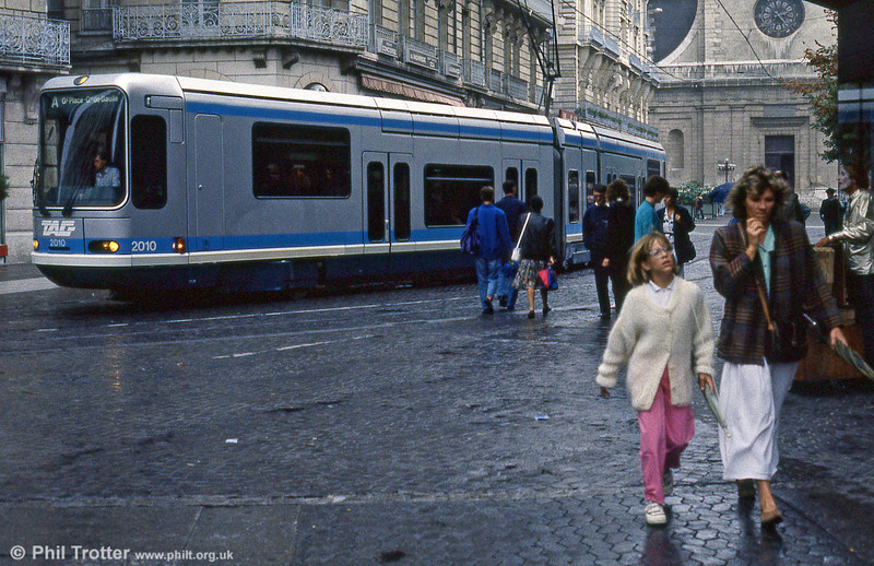 Car 2010 in Rue Felix Poulat on 2nd September 1989.