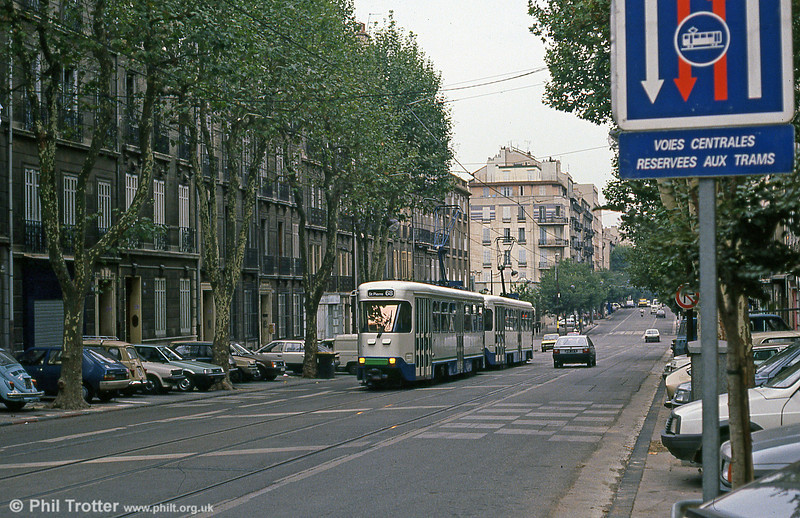 Another view of Marseille PCC cars in Boulevard Chave on 1st September 1989. 16 of these cares were delivered in 1968-9, with a further three being added to the fleet in 1984.